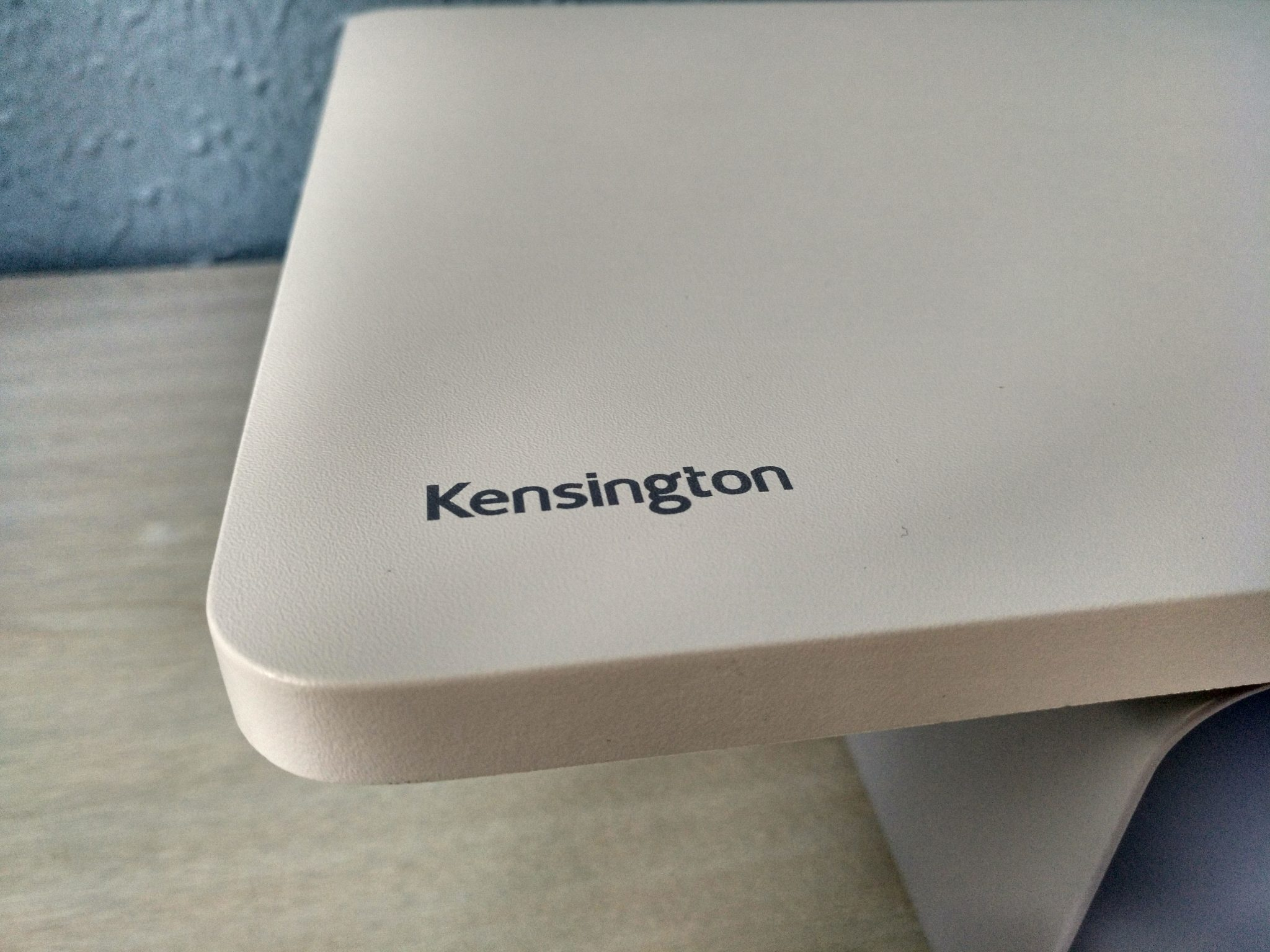Soporte Kensington FreshView™ para monitor con purificador de aire