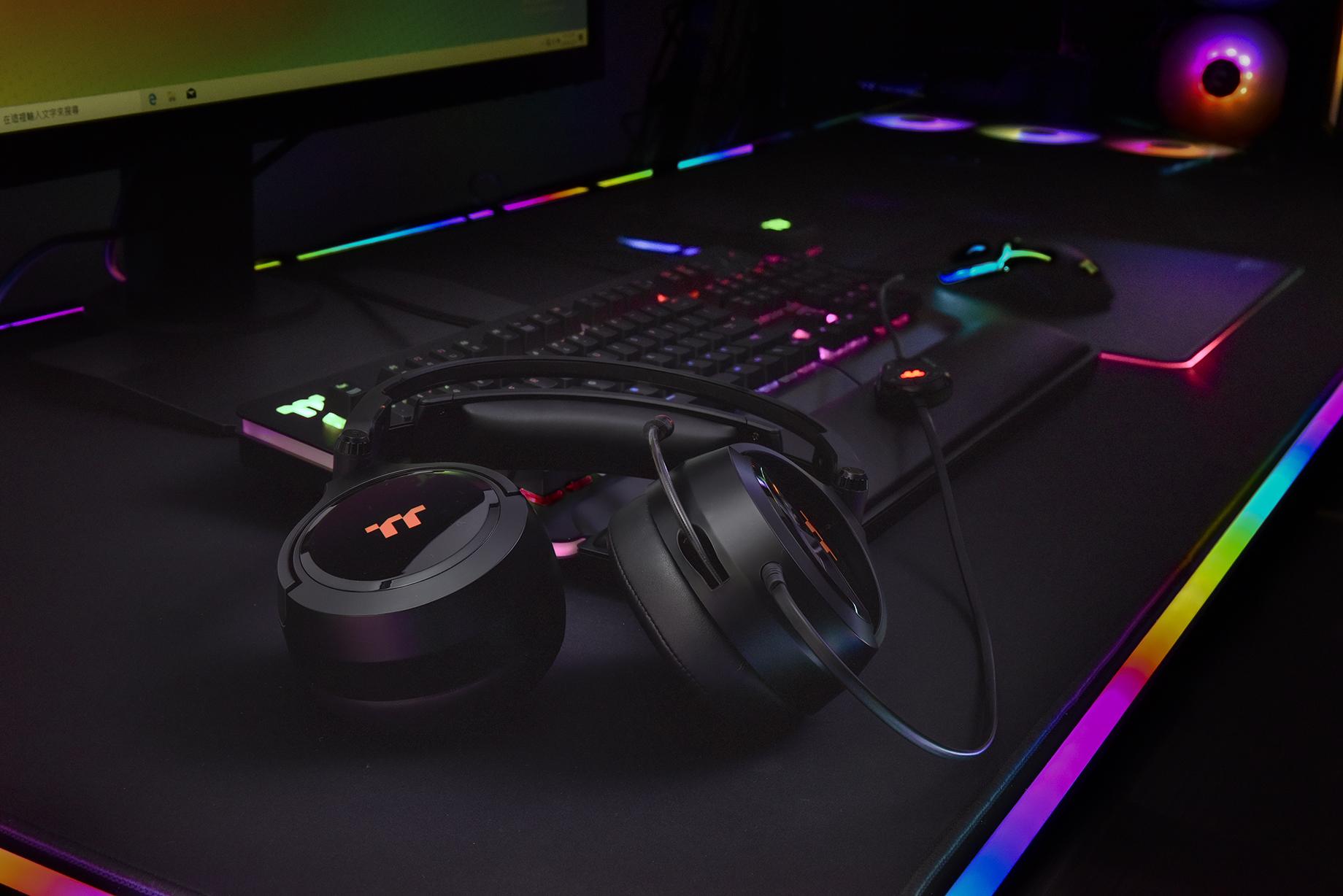 Los nuevos auriculares para juegos Thermaltake RIING Pro RGB 7.1